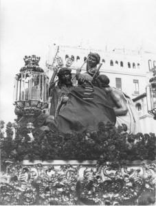 Paso de la Coronación de Espinas. Santo Entierro de 1965