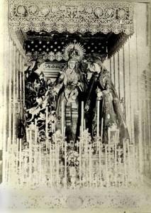 Paso de la Virgen del Valle en 1898, acompañada de San Juan Evangelista y María Magdalena