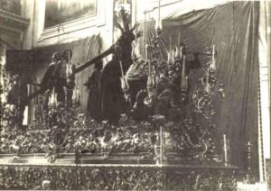 Paso Cruz al Hombro entre los años 1904 y 1909 año en que se venden guardabrisas centrales.