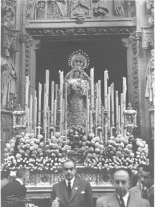24 de noviembre de 1946 procesión marianas con motivo de la proclamación de la V.de los Reyes como Patrona de la Archidiócesis. Miguel García Bravo Ferrer y Antonio Delgado Hoyos.