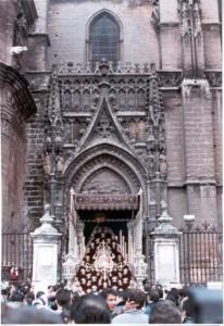 Entrada en la Catedral en la mañana del 20 de octubre de 1990 con motivo del  IV Centenario de la fusión.